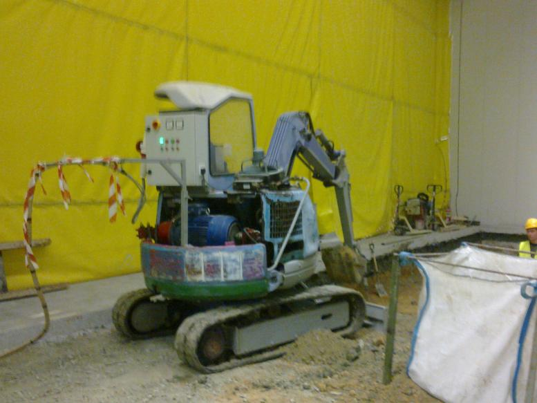 Miniexcavator for indoor works